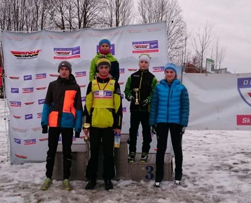 Lorenz, Jonas, Tim, Claudio, Tia.  Benedikt und die Trainer Marius und Hansjörg fehlen.